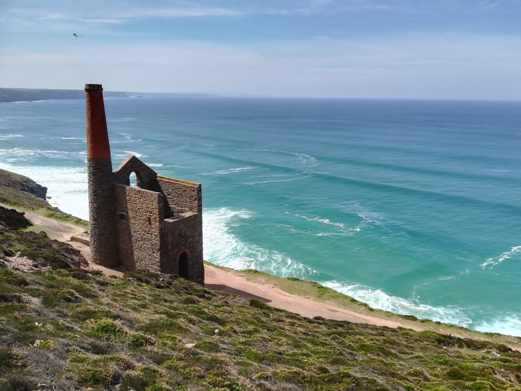 Engine house at Wheal Coates, North Cornwall. Tin mining engine house with the backdrop of the Atlantic Ocean behind
